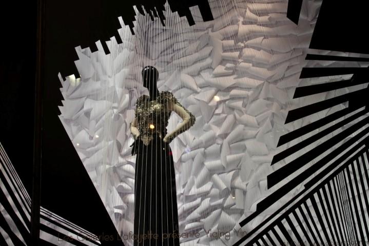 10ddfb67a21d0e ... Yiqing Yin présente en 2011 au grand public, sous la prestigieuse  coupole des Galeries Lafayette, sa collection Haute Couture « Ouvrir Vénus  ».